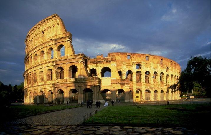 Колизеумът в рим символ на величие и