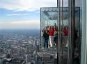 Уникални стъклени балкони на небостъргача Willis Tower в Чикаго